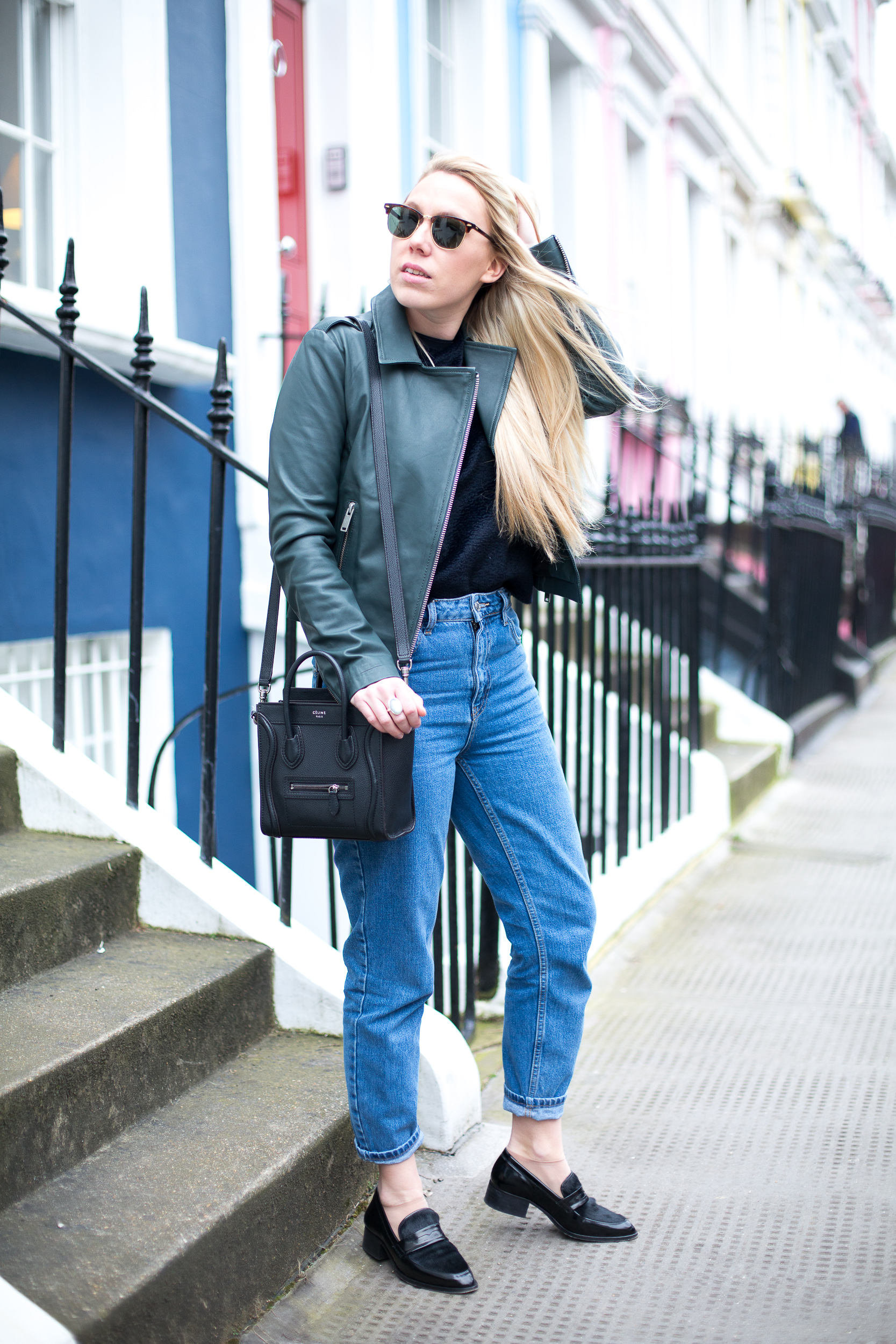 MOM JEANS AND LEATHER JACKET